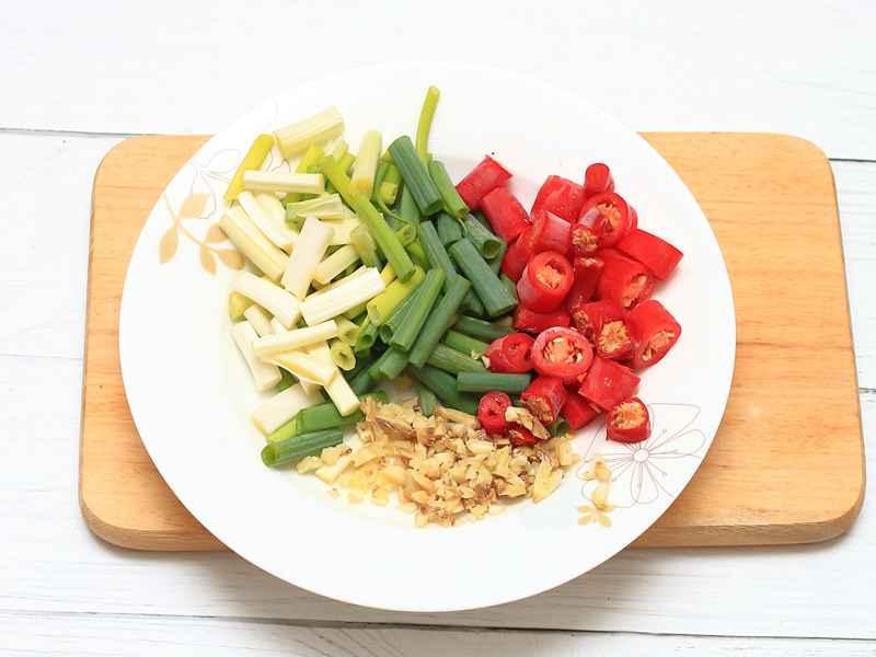 辣子雞丁 - 熱炒廚房 ● 火辣辣料理超級暖和