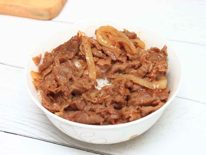 日式月見燒肉丼 - 是醬汁,我加了Ebara的醬汁 內附香烤戰斧豬排 (邀約體驗)