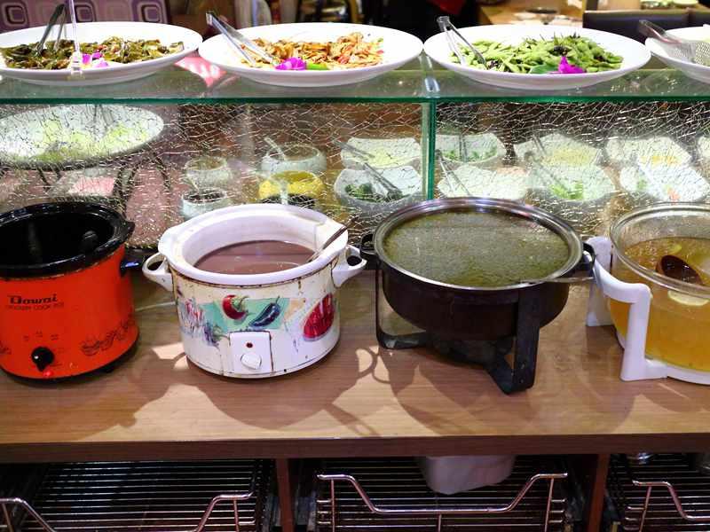 白甘蔗涮涮鍋 - 豐富多樣的沙拉吧才是本體